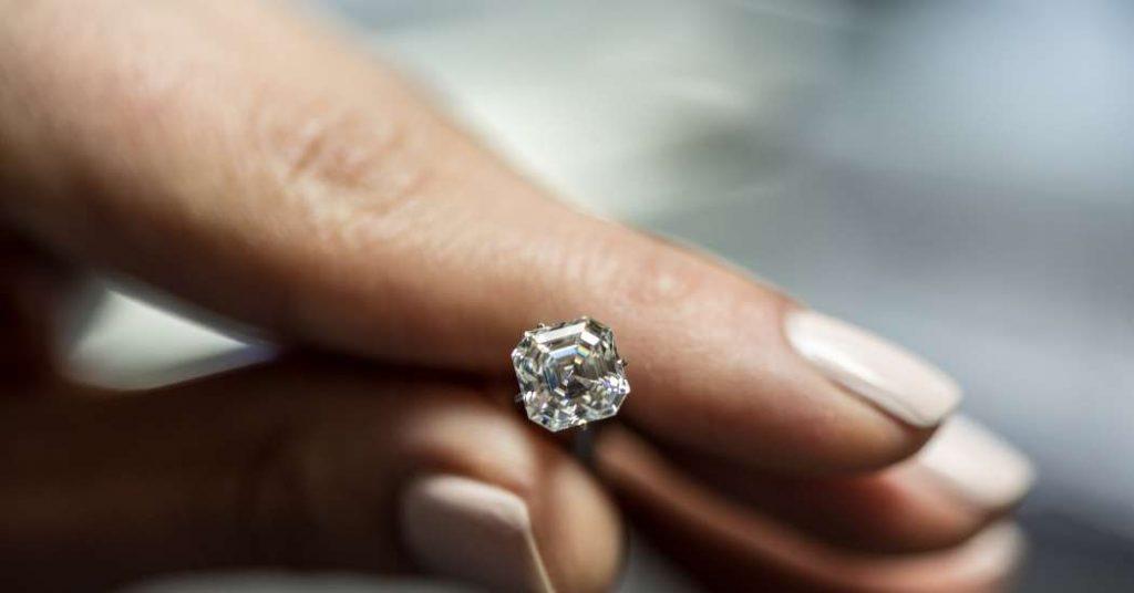 Diamante su anello